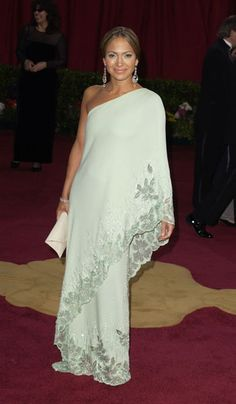 Jennifer Lopez in Valentino - 2003, oscars, The Best Oscar Dresses Ever, red carpet,    I would have thought it's from India