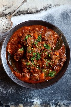 Slow braised red wine oxtail, a proudly South African favourite with succulent fall-off-the-bone meat in a rich tomato sauce – a delicious winter hot-pot! Read Recipe by sarahsethre Hot Pot, Meat Recipes, Cooking Recipes, Oxtail Recipes Crockpot, Best Oxtail Stew Recipe, Curry Recipes, Sauce Recipes, Recipies, Oven Recipes