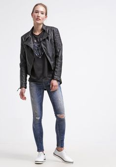 Klassische dunkelblaue #Jeans von #LTB. Die Jeans überzeugt mit angesagten #Cuts und cooler #Waschung. ♥ an 79,95 €