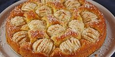 Apfelkuchen, ελληνιστί μηλόπιτα,γερμανικής καταγωγής. Φτιάχνεται με γέμιση μήλων και μιας υπόξινης κρέμας που πραγματικά δίνει μια άλλη...