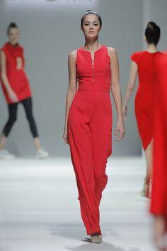 Tot-hom_SS15_5 #tothom #pretaporter #elegancia #modamujer #moda #fashion #desfile #ss15 #Barcelona #Madrid #tendencia #model #modelo #minimal #lineasrectas #abrigosanchos #pantalon #vestido #oversize #troquelada #colorpastel #colorvivo
