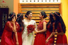 Best Wedding Photographers In Vyttila Indian Bridesmaid Dresses, Bridesmaid Saree, Bridesmaid Outfit, Wedding Bridesmaids, Bridesmaid Colours, Christian Wedding Sarees, Christian Bride, Saree Wedding, Wedding Dress
