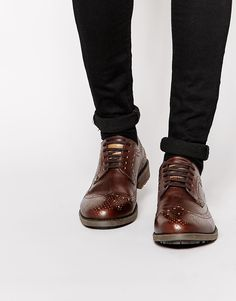 Schuhe von Original Penguin mattes Leder gestanztes Budapester Design Schnürverschluss gerundete Zehenpartie dicke Sohle mit griffiger Textur Mit feuchtem Tuch abwischen. Obermaterial: 100% echtes Leder