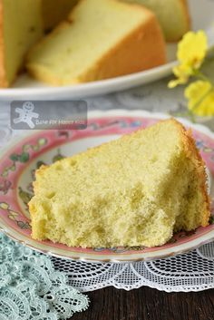 Like Bengawan Solo Ultimate Soft Pandan Chiffon Cake (with coconut milk) Pandan Chiffon Cake, Coconut Milk, Cornbread, Vanilla Cake, Baked Goods, Cake Recipes, Baking, Ethnic Recipes, Desserts