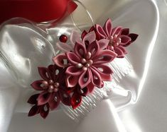 Hair Comb - Pink Mauve Dark Pink Wine Red Kanzashi Flowers with Pearls - Wedding Flowers Bridal Headpieces Hair Accessories Flower Headpiece, Wedding Hair Flowers, Flowers In Hair, Vino Color, Cloth Flowers, Paper Flowers, Kanzashi Flowers, Diy Hair Bows, Hair Barrettes