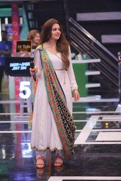 Pakistani Fashion Casual, Pakistani Dresses Casual, Pakistani Dress Design, Muslim Fashion, Stylish Dresses For Girls, Stylish Dress Designs, Designs For Dresses, Designer Party Wear Dresses, Kurti Designs Party Wear