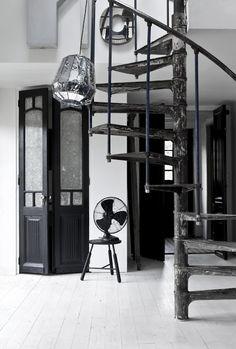 Industrieel interieur, trap/ventilator