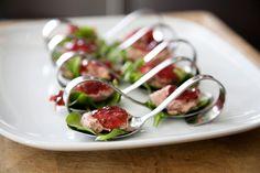 Lepelhapje met rucola salade, paté en uienconfituur.