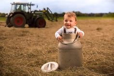 Juggling homesteading with a newborn is not easy, by any means, but it's definitely possible and we give you tips to accomplish this. Urban Survival, Wilderness Survival, Small House Living, Baby Bump Photos, Urban Homesteading, Happy House, Ask For Help, Baby Bumps, Get Outside