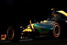 Alemão brilhou no cair da noite no Circuito de Yas Marina