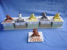 Caixa em MDF forrada com tecido e fita de gorgurão, bichos e letras em biscuit. R$8,00