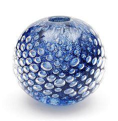 Dikwandige Serica vaas met opgesloten luchtbellen blauwe kleurpoeders en antimooncraquelé ontwerp Floris Meydam 1963 uitvoering Glasfabriek Leerdam