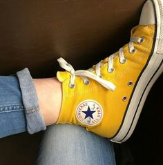 Model: Converse All Star, Yellow Shoes with high barrel Converse All Star, Converse Haute, Converse Shoes, Converse Chuck Taylor, Women's Shoes, Yellow Converse, Yellow Shoes, Converse Tumblr, Colored Converse