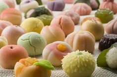 和菓子!わがし!Wagashi! Via BehindTheBooks.GatheringBooks and Sunflower on Wordpress.
