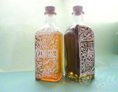 how to decorate crystal bottle with white lettering & doodles Alcohol, Doodle Lettering, So Little Time, Doodles, Diy Crafts, Crafty, Ideas Para, Creative Ideas, Home Decor