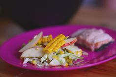Emily Salomon » Sund salat med friske majs, sommerkål og æbler