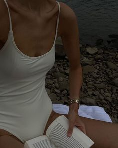 Bathing Suits For Teens, Summer Bathing Suits, Marie Von Behrens, Neutral Outfit, Summer Aesthetic, Summer Feeling, Aesthetic Vintage, Beige Aesthetic, Mode Inspiration