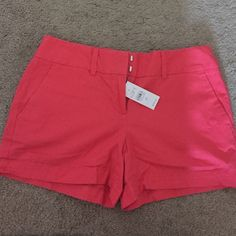 LOFT cargo shorts Ann Taylor LOFT coral shorts. New with tags. Women's size 00 (juniors 0-2) LOFT Shorts Cargos