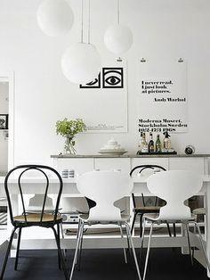 Sala de jantar a preto e branco