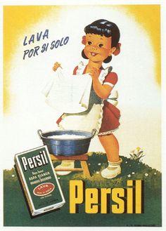 """1950. Si ja comencem a veure el paper de la dona en aquells anys el de les xiquetes no es molt diferent… En aquesta imatge observem com una xiqueta llava a ma la roba amb el sabó """"Persil"""". Es una imatge que il·lustra el masclisme d'aquella época."""