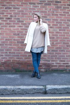 In this outfitpost I am showing you how I styled my camel knit with jeans and a cream coat! Don't you love those brick walls you see everywhere in London? Cream Coat, Outfit Shop, London Outfit, Brick Walls, Outfit Posts, What I Wore, Lifestyle Blog, Camel, Style Me