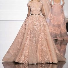Browse Couture Spring 2015 pictures from the Zuhair Murad runway show. Fashion Week, Runway Fashion, Fashion Show, High Fashion, Dress Fashion, Paris Fashion, Atelier Versace, Beautiful Gowns, Beautiful Outfits