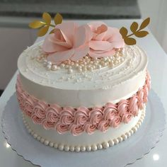 Login You are in the right place about antique wedding cakes vintage Here we offer you the most beautiful pictures about the wedding cakes vintage lace you are looking for. Pretty Cakes, Cute Cakes, Beautiful Cakes, Amazing Cakes, Cake Decorating Videos, Birthday Cake Decorating, Cake Decorating Techniques, Elegant Birthday Cakes, Decadent Cakes