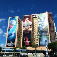 Na terra do cinema, as paredes dos alto predios de downtown LA sao outdoors perfeitos para se fazer propaganda do lancamento dos novos filmes! Esta ficou super bem feita, ne?!