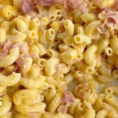 Macaroni and cheese ham casserole is asy to make, creamy, cheesy, and filled with ham. This homemade macaroni and cheese with ham is a family favorite! Macaroni And Cheese Casserole, Ham Casserole, Casserole Recipes, Ham Recipes, Cooking Recipes, Macaroni Recipes, Baked Orange Chicken, Corn Chicken, Buffalo Chicken