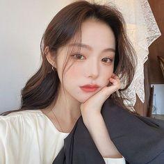Ulzzang Korean Girl, Cute Korean Girl, Brown Hair Korean, Ulzzang Makeup, Pretty Asian Girl, Ulzzang Fashion, Hair Trends, Asian Beauty, Hair Inspiration