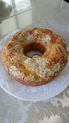 Υλικά 3/4 ποτηριού ελαιόλαδο η σπορέλαιο.  6αυγα 5 κ.τσαγιού μπέικιν Πάουντερ 2 χαλούμια τριμμένα (κυπριακό τυρί) 1 1/2 ποτήρι γάλα 1/2... Pita Recipes, Greek Recipes, Cake Recipes, Cooking Cake, Fun Cooking, Cooking Recipes, Sweet Loaf Recipe, Cookie Dough Pie, Cyprus Food