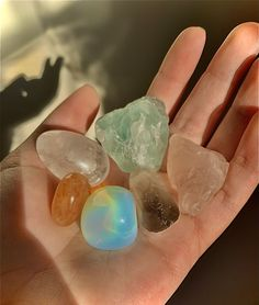 Crystals And Gemstones, Stones And Crystals, Gem Stones, Wicca, Crystal Aesthetic, Estilo Hippie, Photocollage, Witch Aesthetic, Jolie Photo