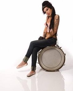 Oh my God she's so cute 2007 #amywinehouse #backtoblack #amyjadewinehouse #amyjademermaid #Amy #amyjade #winehouse #lioness #mermaid #legend #musician #jazz #soul