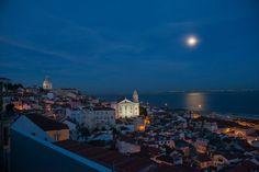 Vista geral noturna de Alfama. Fotografia de Armindo Ribeiro 2015