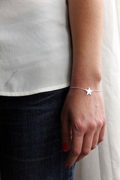 Bracelet étoile argentée.