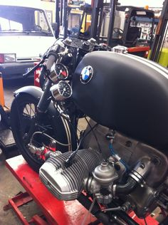 BMW r100 rs 1977 ADVrider. LOVE the gauges on the side. very original. -JD