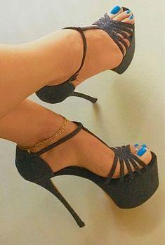 45 Flawless High Heels That Always Look Fantastic - Fashion Women Shoes Store - Fashion Women Shoes Store Black Stiletto Heels, Black High Heels, High Heels Stilettos, High Heel Boots, Pumps, Hot Heels, Sexy Heels, Talons Sexy, Frauen In High Heels