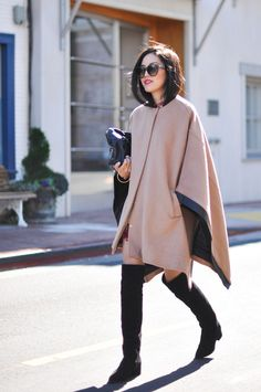 Ponchos Outfit Ideas classic cape and poncho outfit ideas livingly Ponchos Outfit Ideas. Here is Ponchos Outfit Ideas for you. Poncho Outfit, Poncho Coat, Street Style Blog, Weekend Outfit, Fashion Outfits, Womens Fashion, Style Fashion, Kimono Fashion, Facon