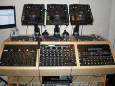SWEET DJ booth set up. dj #djculture #djgear http://www.pinterest.com/TheHitman14/dj-culture-vinyl-fantasy/