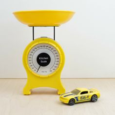 Balanza amarilla de juguete | Antic&Chic