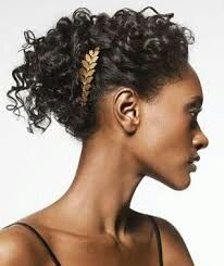 Gold comb in curly hair up-do Holiday Hairstyles, Pretty Hairstyles, Easy Hairstyles, Halloween Hairstyles, Greek Hairstyles, Simple Hairdos, Hairstyle Ideas, Grecian Hairstyles, Simple Updo