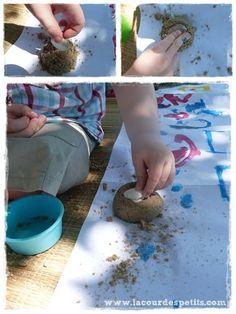 Recette du moon sand : le sable à modeler fait maison |La cour des petits Slime, Plastic Cutting Board, Mexican, Occupation, Exploration, Ethnic Recipes, Animation, Photos, Cloud Dough