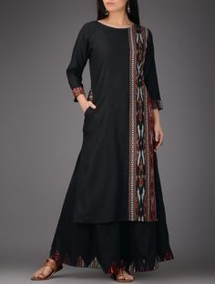 plain black or white cotton silk - 10 meter Silk Kurti Designs, Churidar Designs, Kurta Designs Women, Kurti Designs Party Wear, Stylish Dress Designs, Dress Neck Designs, Stylish Dresses, Kurta Patterns, Kurta Neck Design