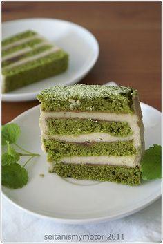 Not so Japanese Layered Matcha Cake | seitan is my motor