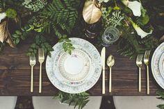 rustic + organic table setting http://weddingwonderland.it/2015/11/inspiration-un-matrimonio-ispirato-signore-degli-anelli.html
