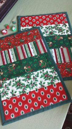 Christmas placemats mug rugs snack mat tree holly red green brass horn small table topper Strips, flannel back.Table Runner or placematAnother great Christmas idea. We have a placemat QAYG pattern that would work for this.Charlotte Prado Nov 2018 5 out of Christmas Mug Rugs, Christmas Placemats, Christmas Crafts, Christmas Quilting, Christmas Table Mats, Christmas Tree, Xmas, Christmas Blocks, Outdoor Christmas