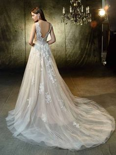 Trouwjurk Lexanne Blue by Enzoani - Honeymoon shop Wedding Dress Hire, Eve Of Milady Wedding Dresses, Maggie Sottero Wedding Dresses, Wedding Dress Shopping, Designer Wedding Dresses, Wedding Gowns, Wedding Designers, Gatsby Wedding, Gothic Wedding