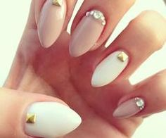 Almond nails nude finger ring  and thumb finger white cristals