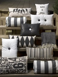 Great pillow display love that the cushions can be - Cojines decorativos para sofas ...