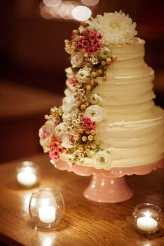 the sweetest, floral-infused cake  Photography by tealilyphotography.com